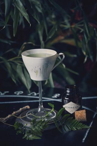 The last word  Ingrediënten   4 cl Hendrick's Gin 2 cl maraschinolikeur (Bols) 2 cl groene Chartreuse 2 cl vers limoensap  Bereiding   Doe alle ingrediënten in een met ijs gevulde cocktailshaker. Shake. Filter twee keer en giet in een cocktailglas.  Presentatie   Cocktailglas. Optioneel: droog ijs.