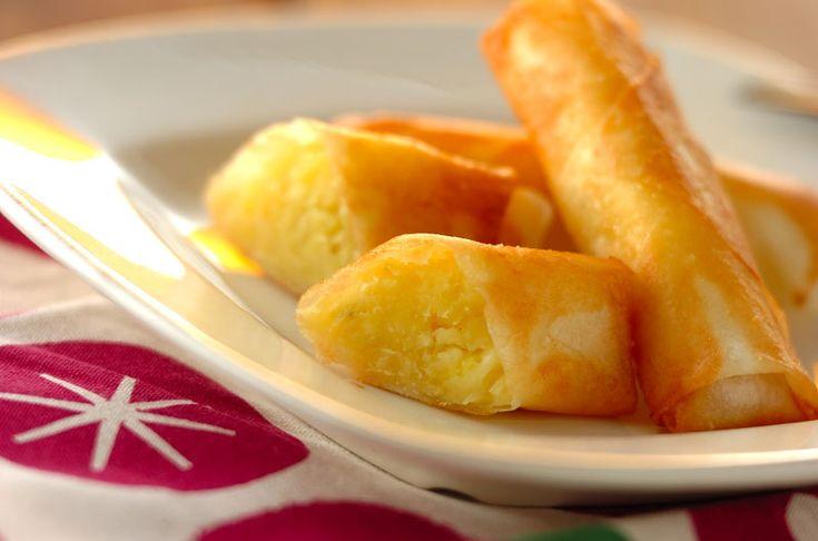 サツマイモの甘みにチーズの塩気がアクセント。おやつにもおつまみにもなる春巻きです。サツマイモのチーズ春巻き/池田 絵美のレシピ。[中華/焼きもの、オーブン料理]2015.09.21公開のレシピです。