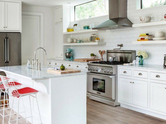 In Einer Schlichten Küchengestaltung Können Sie Eine Farbe Auswählen, Die  Besonders Starke Wirkung Hat. Auch Wenn Sie Eine Kleine Küche Einrichten.