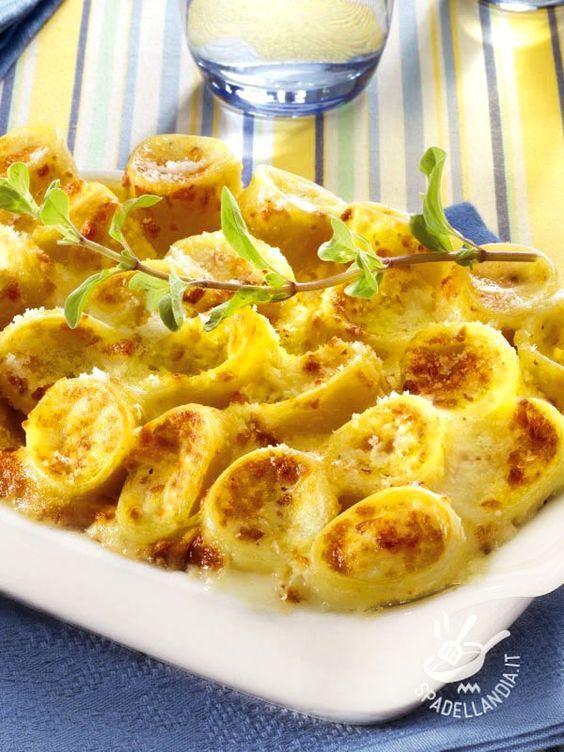 I Paccheri allo speck e mix di formaggi sono una pietanza rustica della cucina del Belpaese, infallibile nel riscuotere consensi!:
