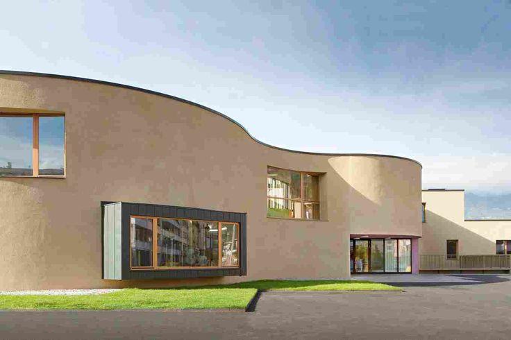 Детский сад и семейный центр Firmian в Италии