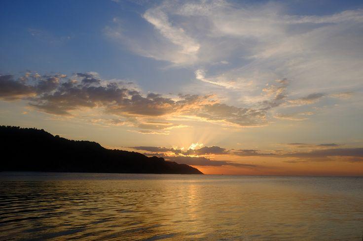 Golden sunset, Pesaro Italy (© Luigi Gallo)