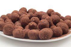 Makkelijk en lekker chocolade truffels recept zodat je zelf goedkoop truffels kan maken met jouw favoriete chocoladesmaak: bovendien veel gezonder dan in de winkel want geen bewaarstoffen.