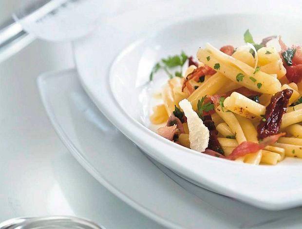 Makaron casarecce z suszonymi pomidorami i szynką parmeńską
