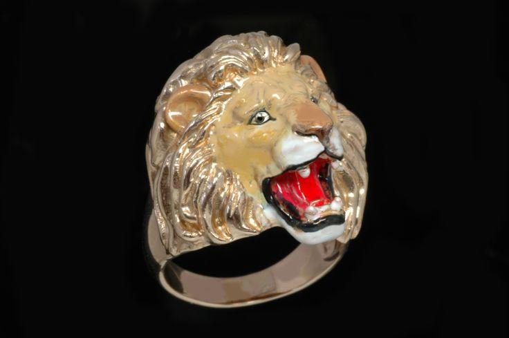 leone ruggente - anello realizzato in bronzo e smalti