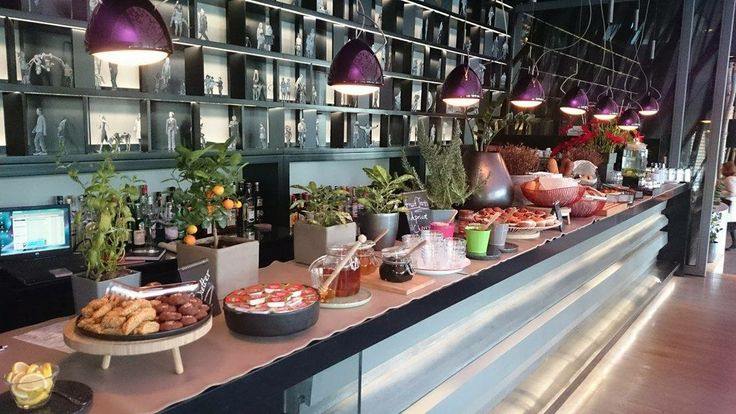 Here's an entire #brunch #buffet of tempting reasons to get you up and going on a Sunday morning!  rbathenspark.com