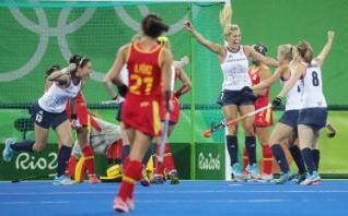 Britain's Georgie Twigg (C) celebrates with teammates after scoring against Spain on a penalty corner