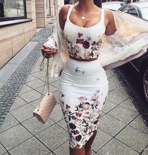 Manito arriba!!! Totalmente a la moda, sensual y bella. El look de dos piezas es algo que se lleva es símbolo de modernidsd., y que pocas se atreven usar.