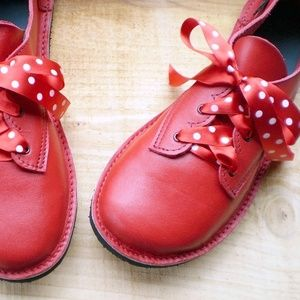 So, so cute!  Fairy Steps custom shoes.