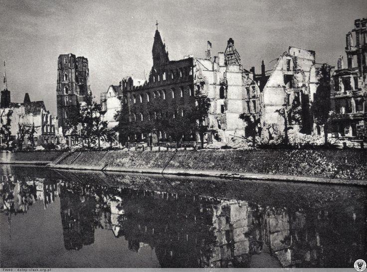 Zniszczony Wrocław; widok z nad Odry.Rok 1945