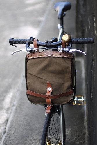 vintage khaki swiss military bread bag & bike pack by OdeToJune #packingtip