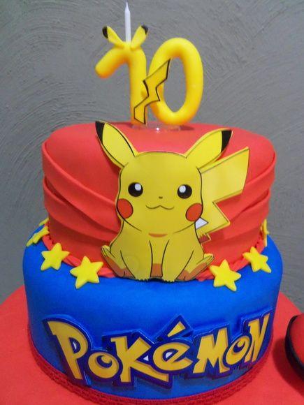 Venda de bolo fake no tema Pokemon, todo em biscuit.  O bolo é composto de 3 andares.