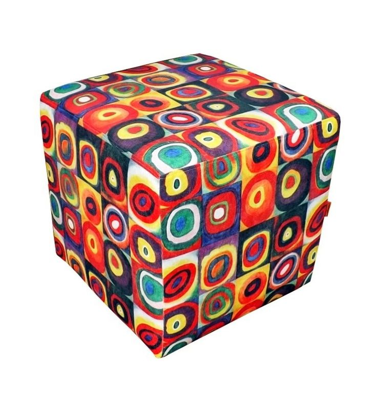 Puff quadrado, revestido em tecido exclusivo, com fino acabamento, espuma sanko e madeira de reflorestamento, totalmente imunizada.