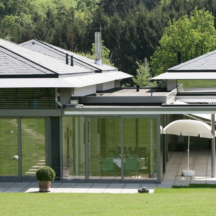 Bungalow-Wohnhaus in Rechteck-Doppeldeckung von Rathscheck Schiefer