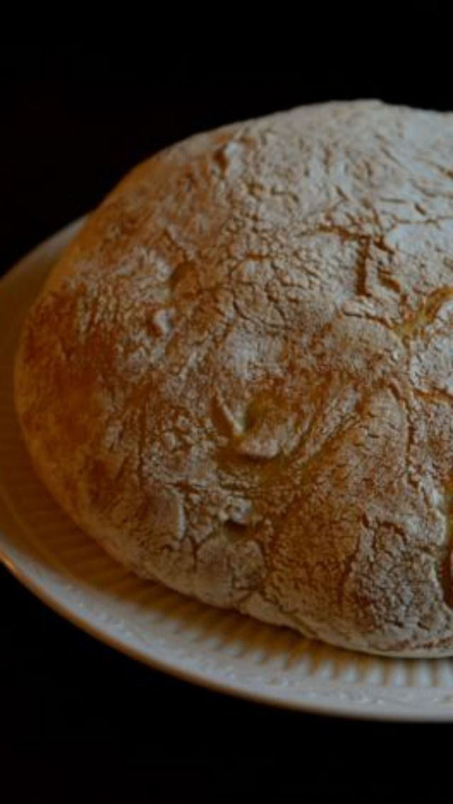 No Knead Bread - so easy to make, and tastes a lot like sour dough bread.   This is the perfect recipe to try if you are a novice baker.