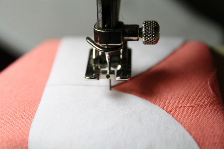 Perfect scallop hem using freezer paper, an awesome tutorial.