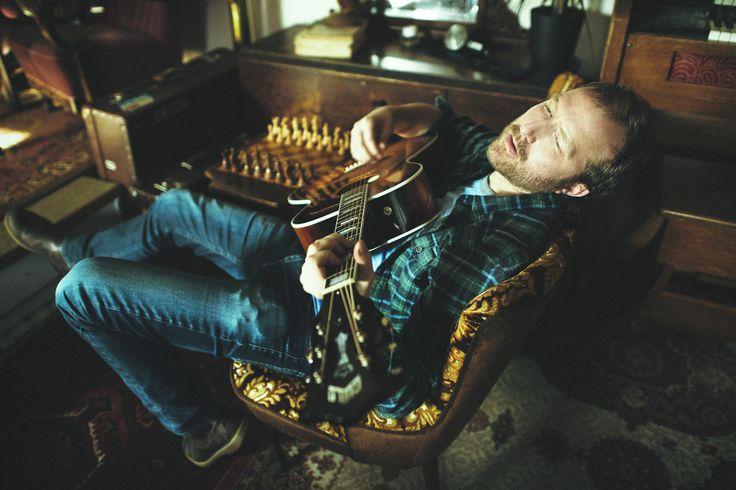 Thom Hell, musician