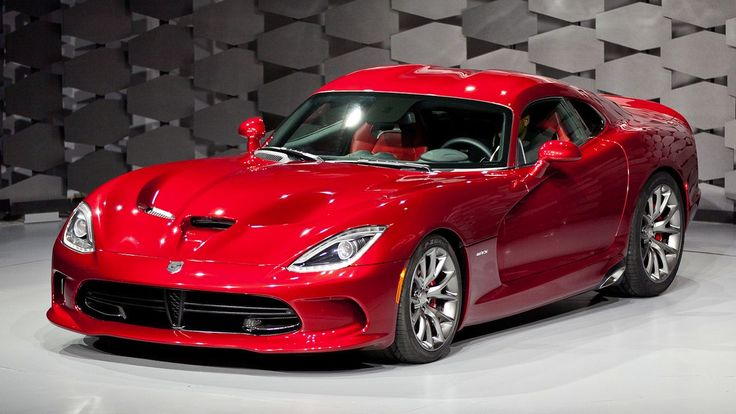 The 2013 Viper in all its venomous glory. Under the hood, the Viper keeps the 8.4 liter V10 engine, but it now makes 640 horsepower and an absolutely outrageous 600 pound feet of torque. All that torque will be enough to convert the all new Pirelli tires into smoke in record time. Speaking of those tires, they are 355 millimeters wide in the rear, 295 in the front. For those of you that know cars, these tires are simply massive. Low and wide, it looks like nothing else on the road.