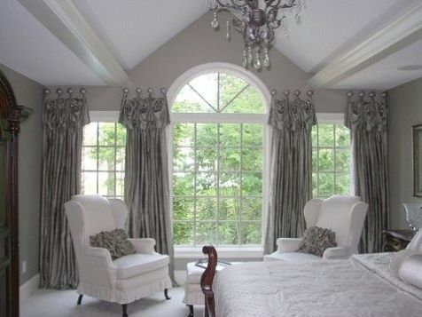 Talk about taking a Palladian window to new heights! This design is so pretty. TheDecoratorsWorkroom.com