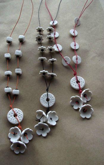 """sautoirs porcelaine & fil de téléphone - Dommage que vous ne puissiez pas entendre le doux bruit des fleurs qu s'entrechoquent . by """"Gédézidées""""  (GDZiD)"""