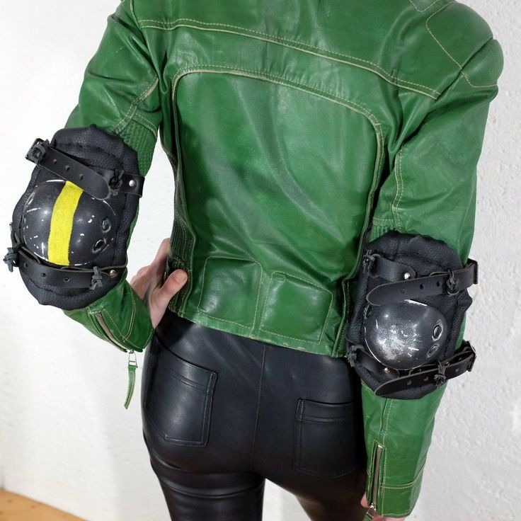 Our Elbow pads come in singles or pairs... Check out the full collection over on the Vontoon Etsy shop, link is in the bio...  #vontoonleather #vontoon #leather #elbowpad #armour #steampunk #dieselpunk #cosplay #cosplayer #handmade #burningman #costume #c https://madburner.com