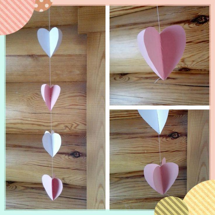 Ystävänpäivä lähestyy, joten sydämiä sisustukseen! Leikkaa ja laita kaksi sydäntä päällekkäin, lankaa neulaan ja ompelemaan sydämiä kiinni ...