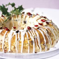 Stollen Wreath: Bbcgoodfood Com, Stollen Wreaths, Christmas Wreaths Recipes, Christmas Eating, Bbc Good Food, Christmas Grotto, Christmas Sweet, Cakes Wreaths, German Christmas