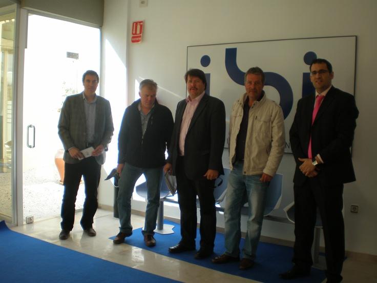 El SEIMED-Centros Empresa Europa de COEPA e IBIAE acompañan a empresarios finlandeses interesados en subcontratar inyección de plástico en Ibi. Alicante