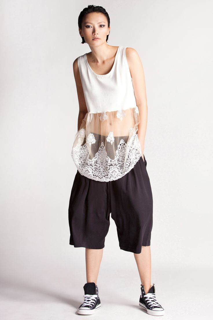 Ultra-fashionable half lace-half elastic viscose top. it's cut for a flattering loose fit. Rien's boyfriend jupe cullote & shorts are ideal match for this style.