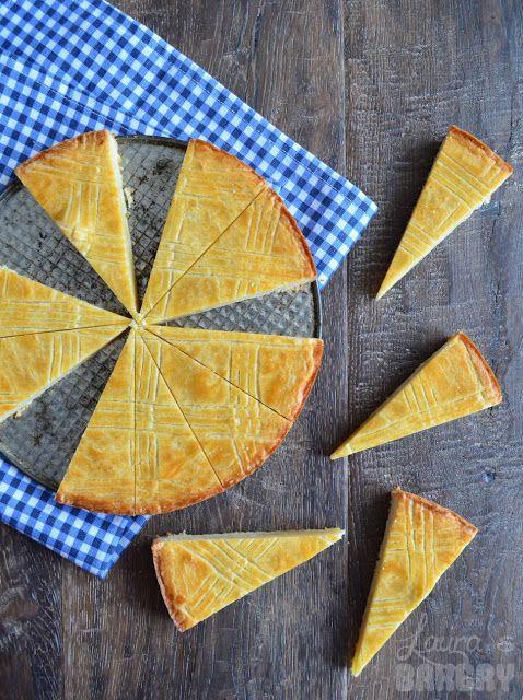 Boterkoek -recept van Laura's Bakery. Tussen alle cupcakes, brownies en andere heerlijkheden door is een punt oudhollandse boterkoek niet te versmaden!