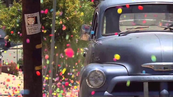 ソニー ブラビアのCM 「カラフルなスーパーボールが街の坂道を転がるアート作品」Sony CM スーパーボール SONY BRAVIA「Balls」HD