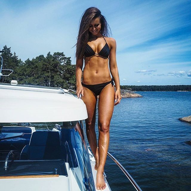 Hot Babes On A Boat