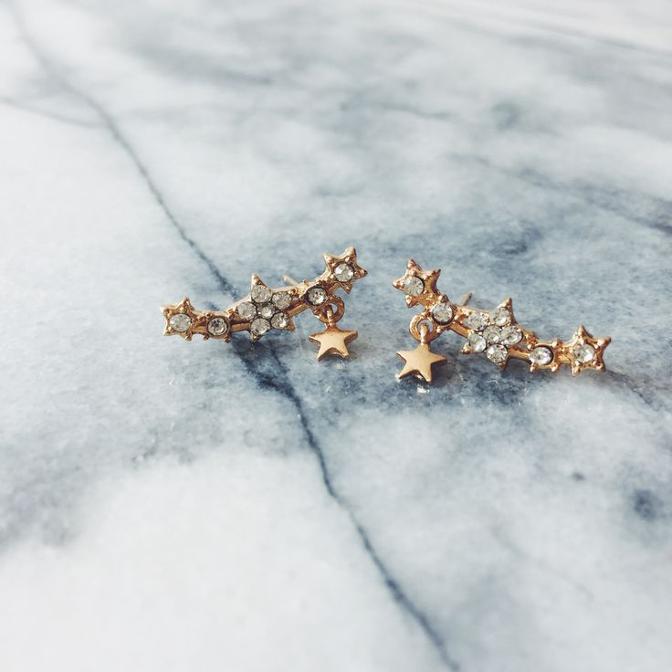 Our gold shooting star ear crawler earrings add a little bit of the cosmic into your look - perfect for the girl who loves sneaking a peek at her horoscope after breakfast. We looked to the skies for