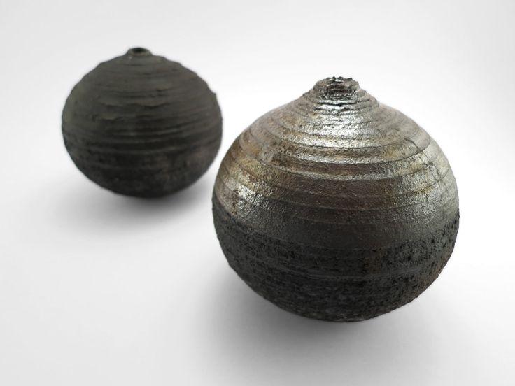 C13 and Meallic Cold: Whispering Globes - Ildikó Károlyi #ceramics #raku #design