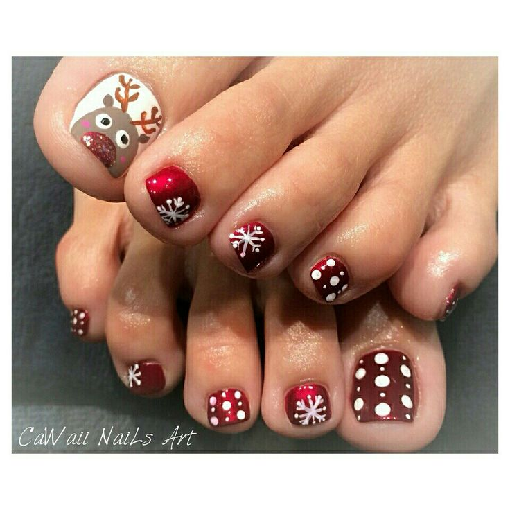 Reindeer toenail design