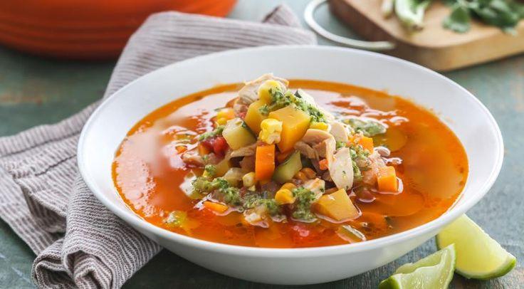 Куриный суп совощами изаправкой из кинзы