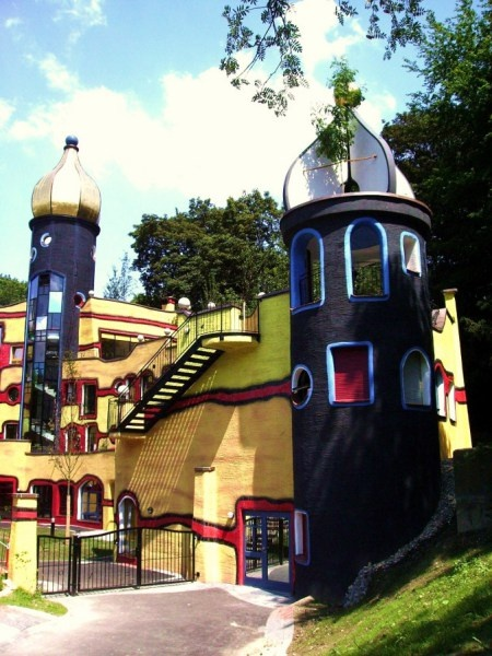 La Hundertwasserhaus dans le Grugapark à Essen est un lieu coloré et lumineux