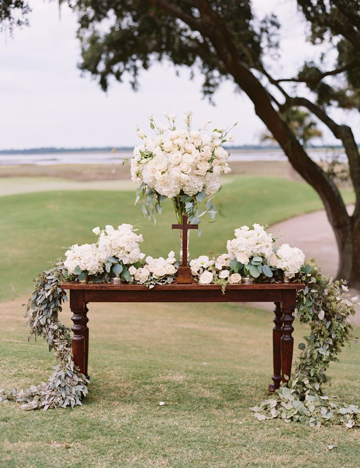 pin by laura oliphant on pinterest white flower arrangements wedding and flower. Black Bedroom Furniture Sets. Home Design Ideas