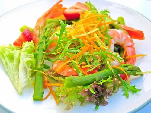 Полезный ужин из правильно подобранных продуктов питания не принесёт лишних килограммов, лишь пользу и здоровье. Не все низкокалорийные продукты хороши для полезного ужина, и не все калорийные несут вред.