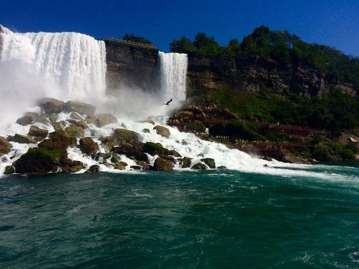 As Cataratas do Niágara ficam na fronteira entre o estado norte-americano de Nova Iorque e da província canadense de Ontário. A @tamirisg esteve lá e tirou essa foto pra gente. E você que belezas naturais já visitou? Marque com #ViagemLivre.