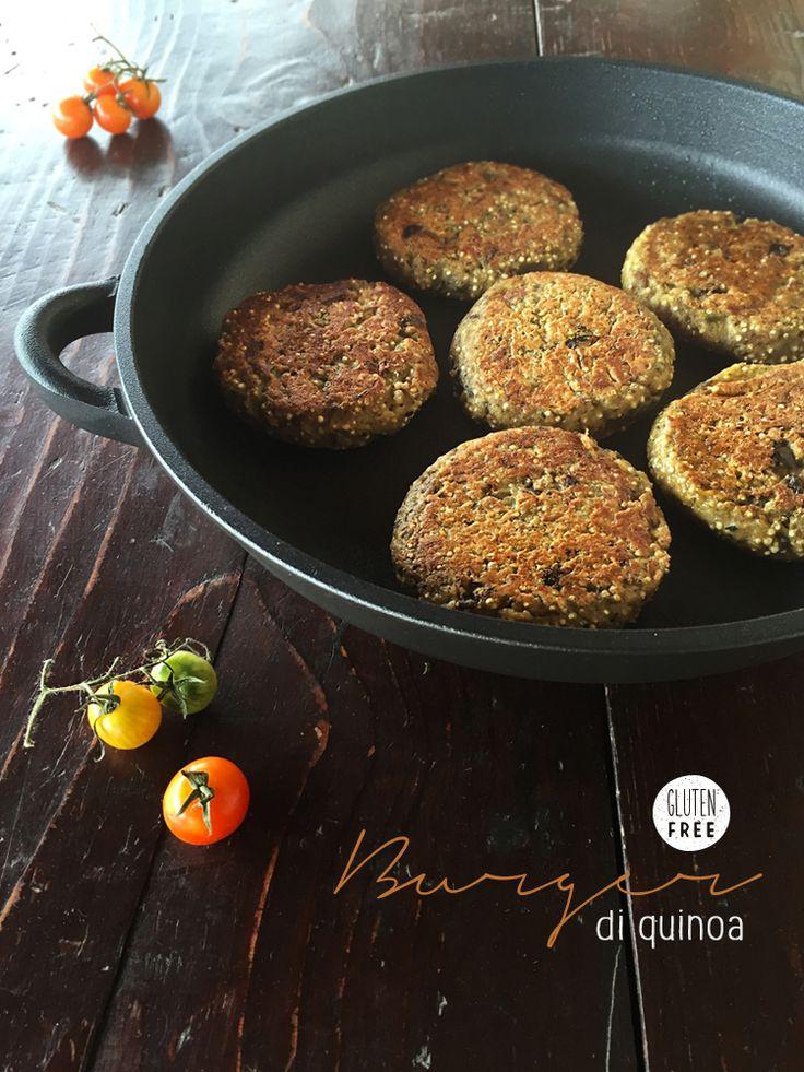 """Burger di quinoa, ricetta di Francesca Zanella #cucinandoconcrafond, del blog """"NomNom Q.B."""" #bloggercrafond Ricetta completa qui: http://www.crafond.com/index.php/secondi-piatti/389-burger-di-quinoa e originale qui: http://www.nomnomqb.com/burger-di-quinoa/"""