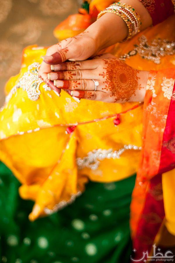 By Uzbin Photography  #pakistani #bride #henna #mehndi
