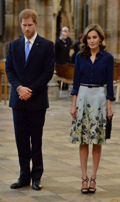 Ao lado do príncipe Harry, Letizia participa de cerimônia na Abadia de Westminster BEN STANSALL / AFP