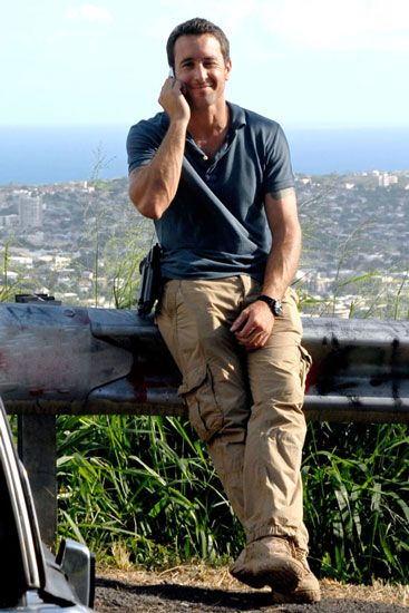 Alex O'Loughlin Wanna climb up that body, take that mobile and throw it over the edge then take those lips with mine