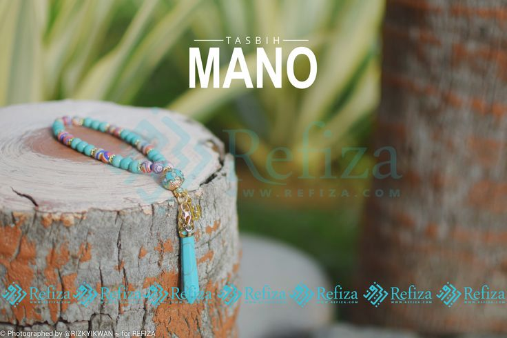 Tasbih cantik Mano dengan butiran bewarna biru dan aksesoris unik yang akan menemani ibadahmu sehari-hari.