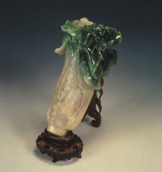 Jadeite Cabbage with Insects | Ch'ing dynasty (1644-1911); length: 18,7 cm, width: 9,1 cm, thickness: 5,07 cm