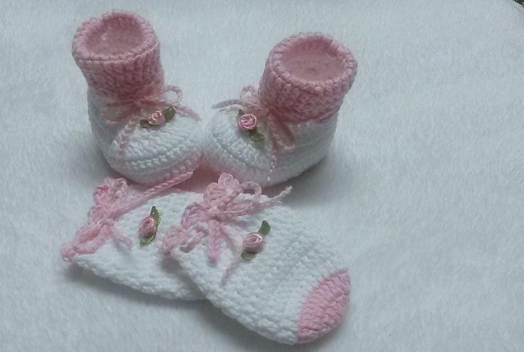 Esse conjunto foi feito em linha de algodão , na cor rosa,,,, pode ser feito em lã e em outras cores ... <br> <br>tamanhos <br>0 a 2 meses 8cm <br>2 a 4 meses 9cm <br>4 a 6 meses 10 cm ... <br>faço tambem tamanhos especiais para bebes prematuros....