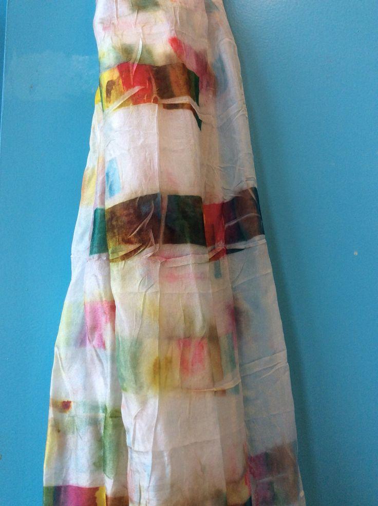 Via papier geverfde zijde sjaal