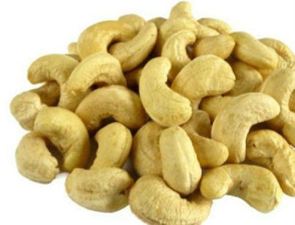 A castanha de caju é um dos alimentos mais saudáveis do mundo.Infelizmente, poucos conhecem os inúmeros benefícios que ela oferece.O litoral do Nordeste brasileiro, com seu clima tropical úmido, é um grande produtor deste extraordinário alimento.