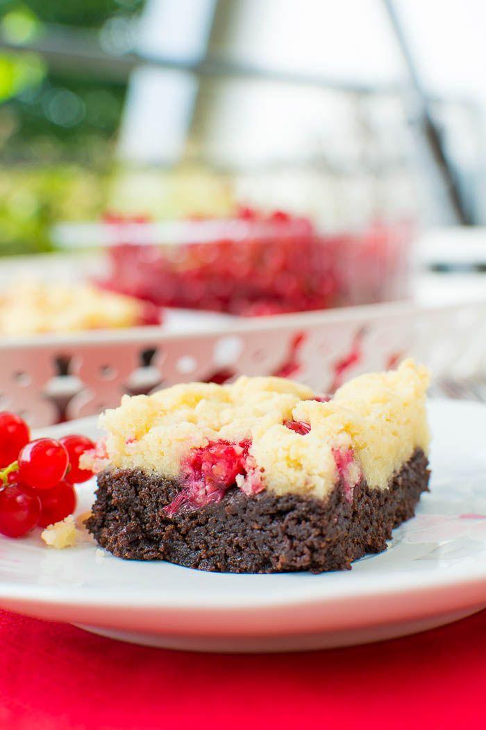 Vegane Johannisbeer-Streusel-Brownies